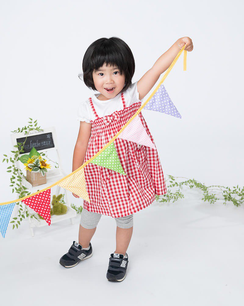 ドリームキッズキャンペーン:ナチュラルコース:お気に入りのお洋服で撮影している女の子の写真