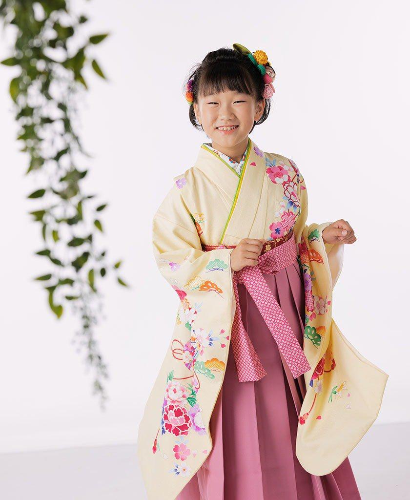 着物と袴を着た10歳(小学4年生)女の子の写真:二分の一成人式(十三参り)撮影