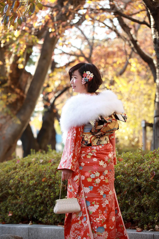 振り袖を着た成人女性写真:秋の前撮りローケーション撮影